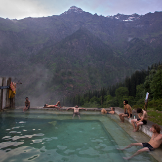 Natural Hot Spring kheerganga